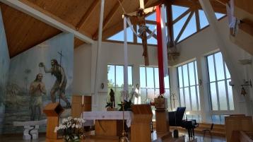 Taip atrodo Nidos Švč. Mergelės Marijos Krikščionių Pagalbos bažnyčia - šviesu, jauku, ramu.